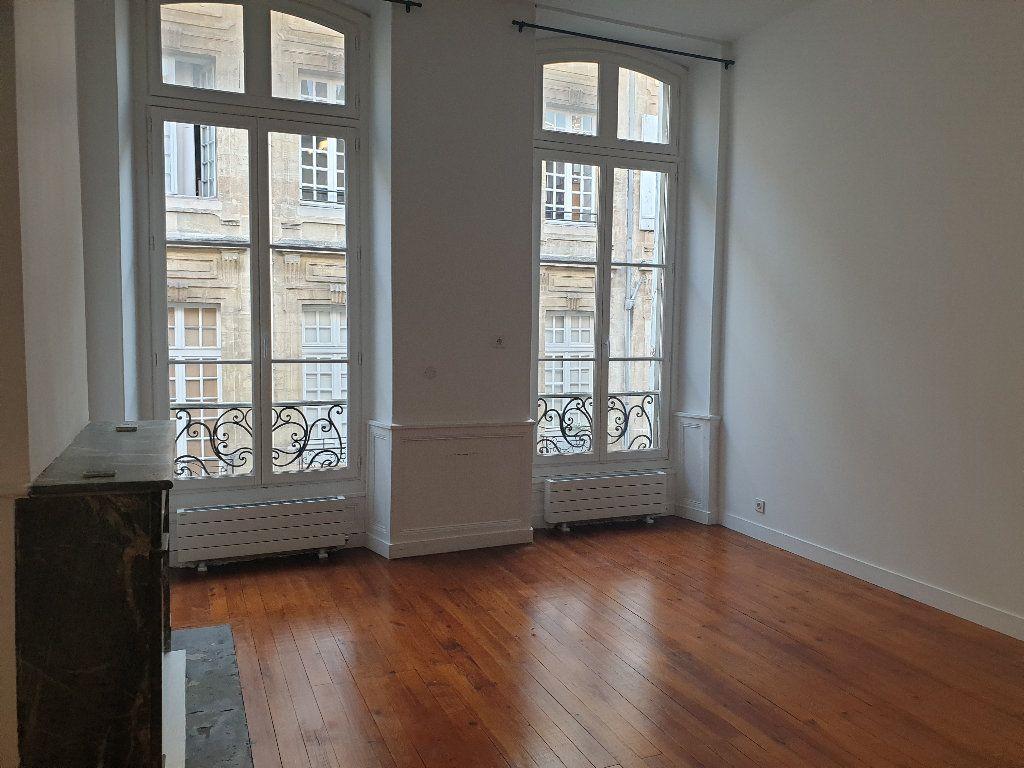 Appartement à louer 3 64.15m2 à Bordeaux vignette-1