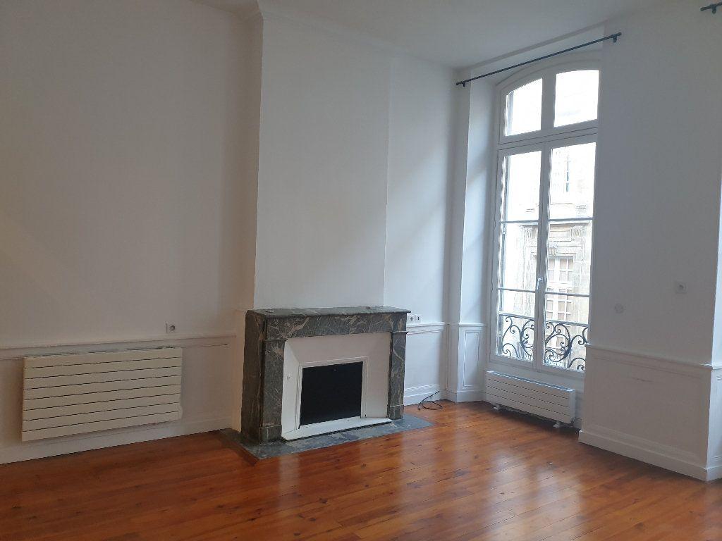 Appartement à louer 3 64.15m2 à Bordeaux vignette-2