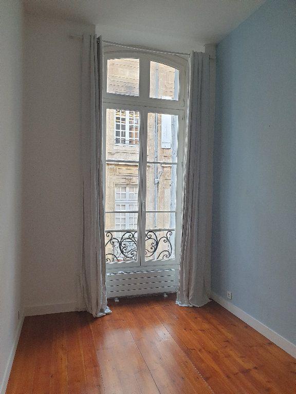 Appartement à louer 3 64.15m2 à Bordeaux vignette-3