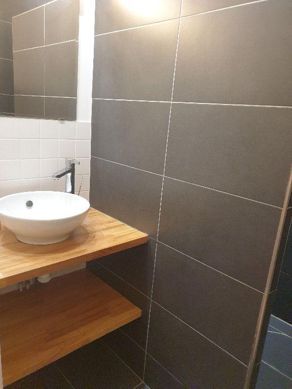 Appartement à louer 3 64.15m2 à Bordeaux vignette-4