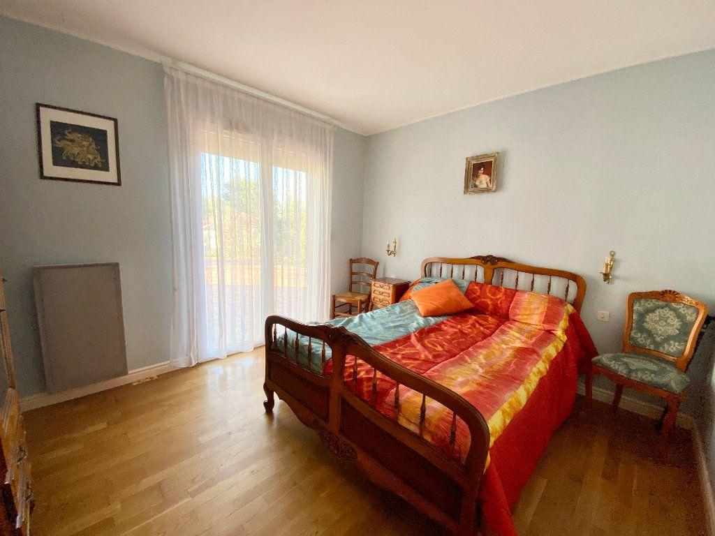 Maison à vendre 5 122m2 à Mérignac vignette-7
