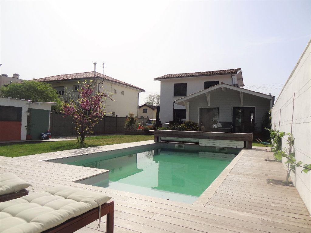 Maison à vendre 6 121m2 à Le Bouscat vignette-1