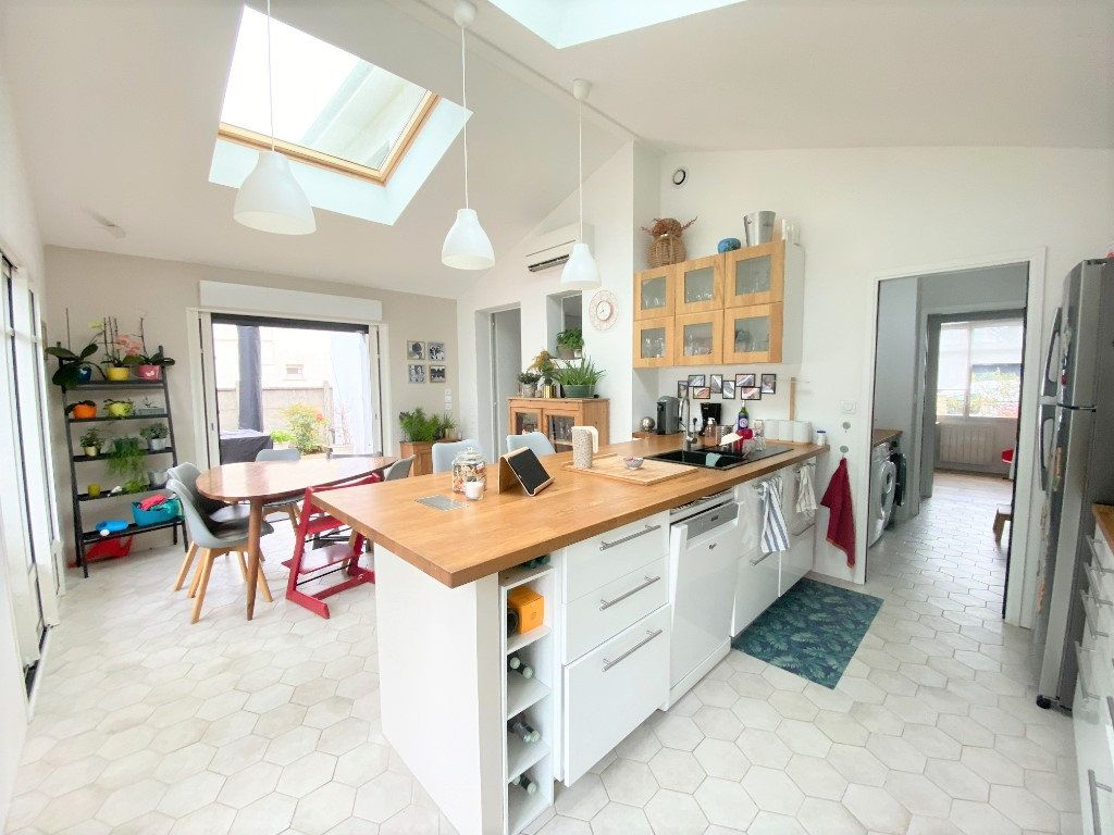 Maison à vendre 6 121m2 à Le Bouscat vignette-4