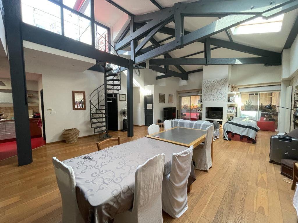 Appartement à vendre 4 138.33m2 à Bordeaux vignette-1