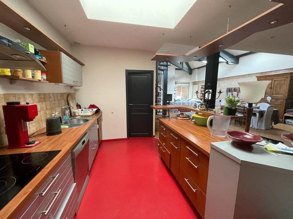 Appartement à vendre 4 138.33m2 à Bordeaux vignette-3