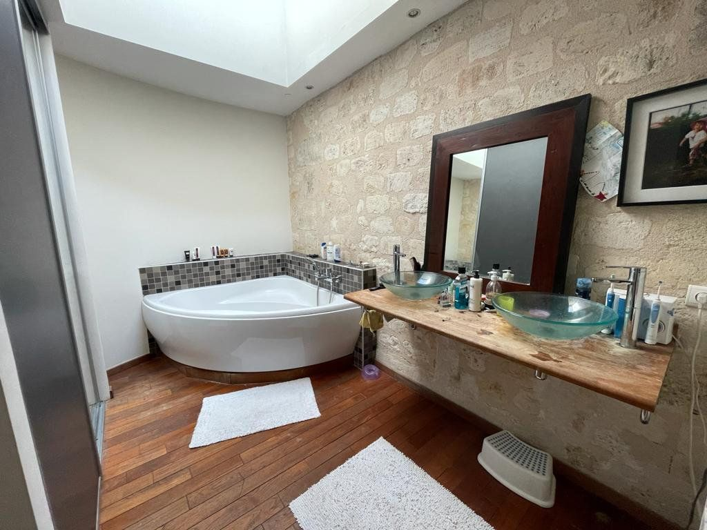 Appartement à vendre 4 138.33m2 à Bordeaux vignette-5