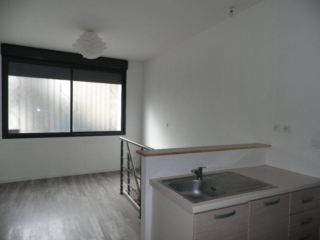 Appartement à louer 1 21m2 à Bordeaux vignette-1
