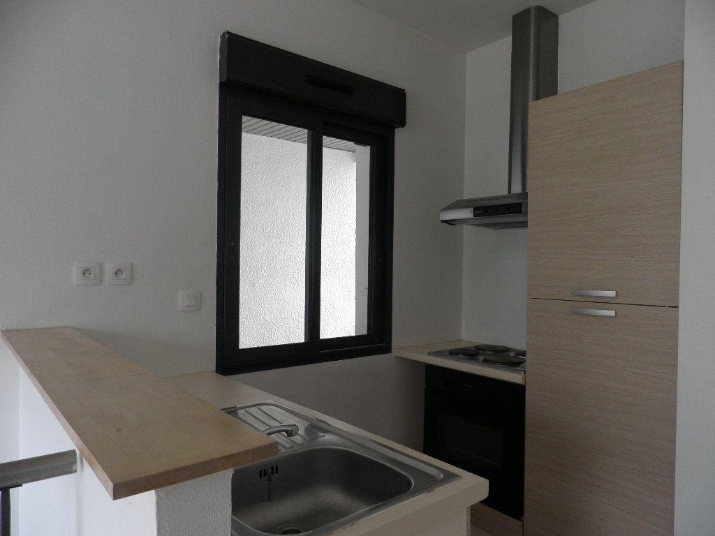 Appartement à louer 1 21m2 à Bordeaux vignette-2