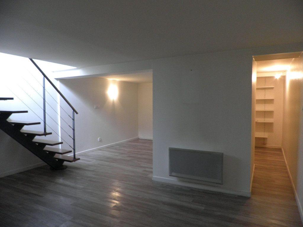 Appartement à louer 1 21m2 à Bordeaux vignette-4