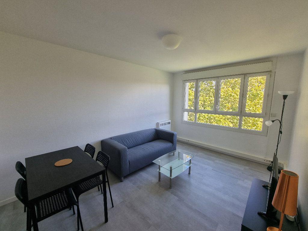 Appartement à louer 3 52m2 à Pessac vignette-1