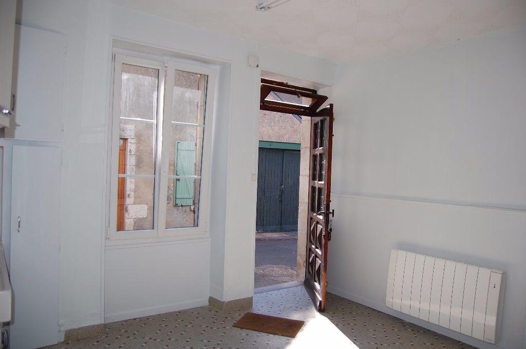 Maison à louer 3 65m2 à Sancerre vignette-3