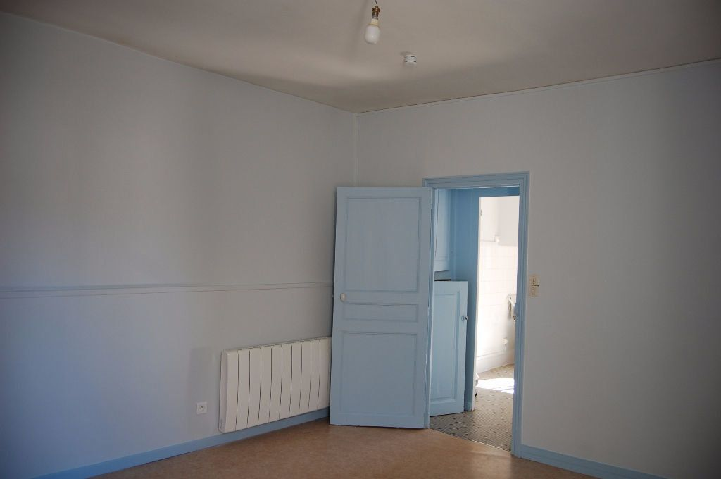Maison à louer 3 65m2 à Sancerre vignette-6