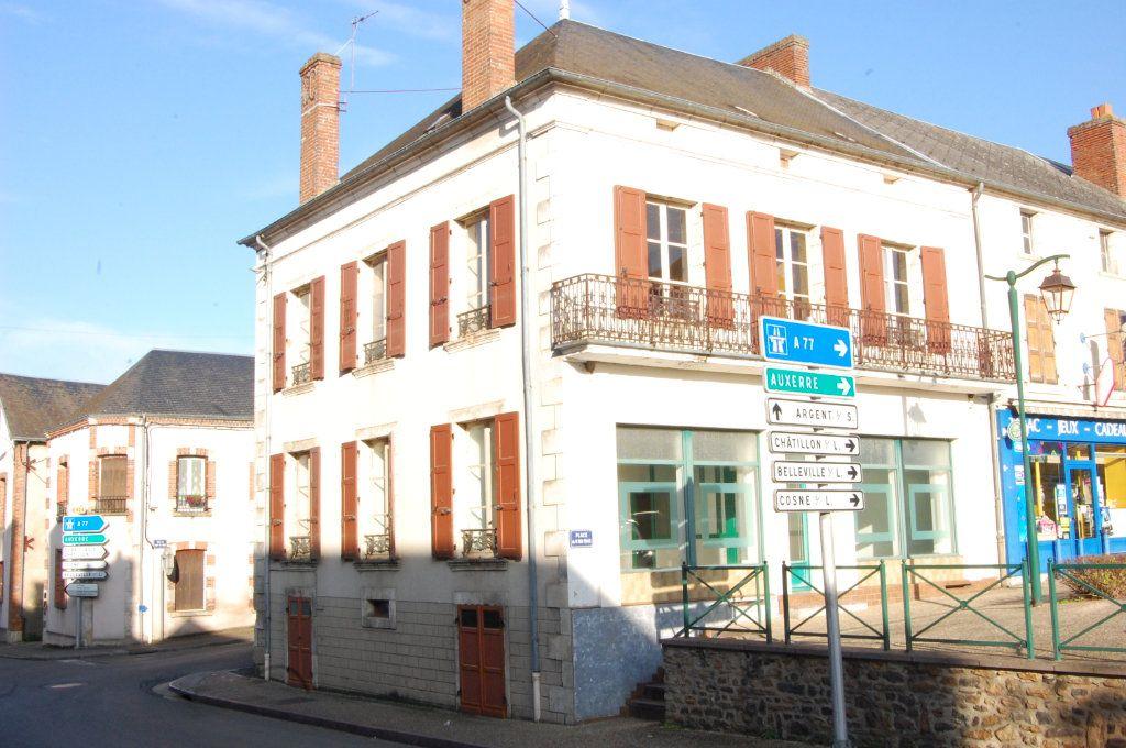 Immeuble à vendre 0 163m2 à Vailly-sur-Sauldre vignette-1