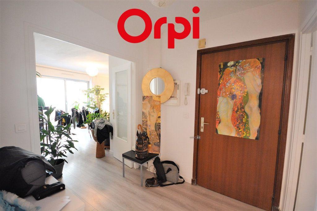 Appartement à vendre 3 70m2 à Paris 12 vignette-3