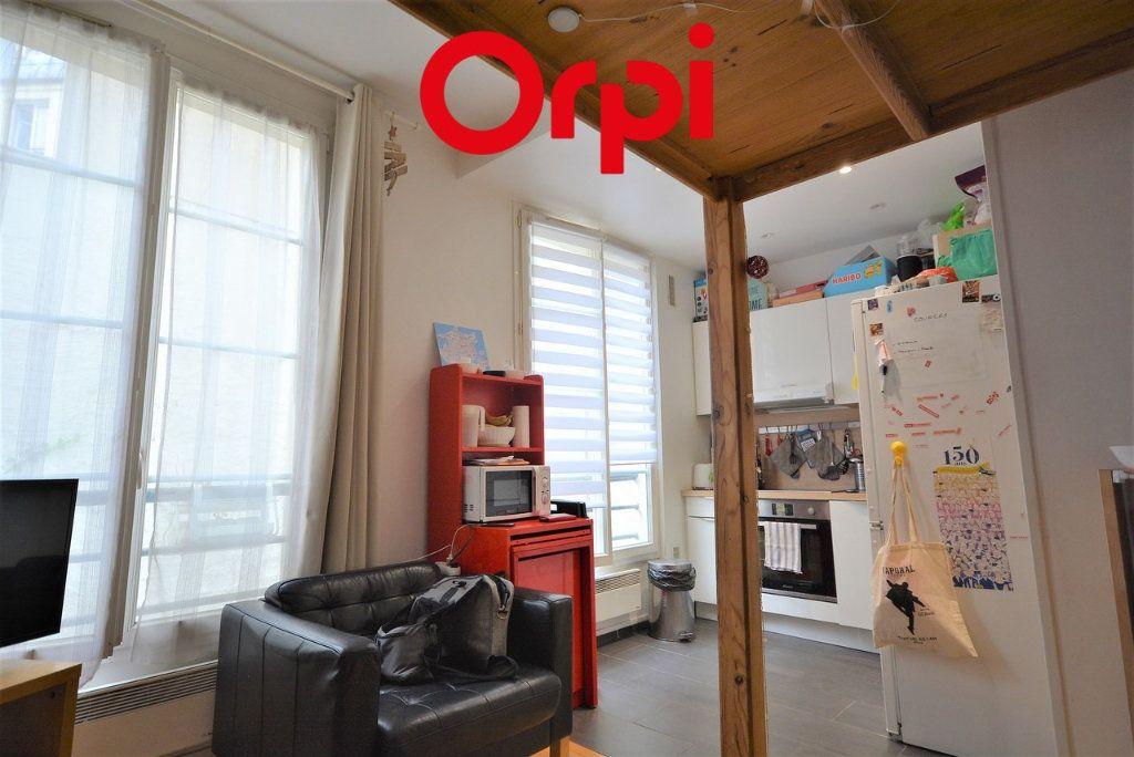 Appartement à vendre 3 48.41m2 à Paris 10 vignette-3