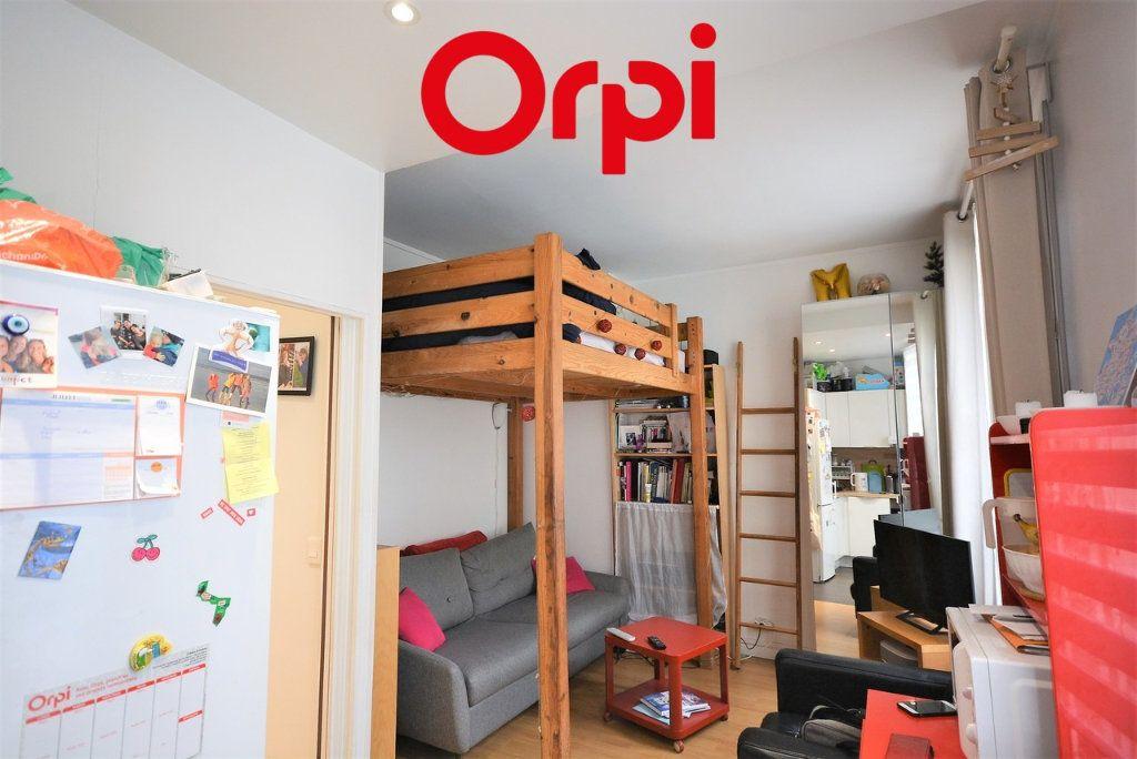 Appartement à vendre 3 48.41m2 à Paris 10 vignette-4