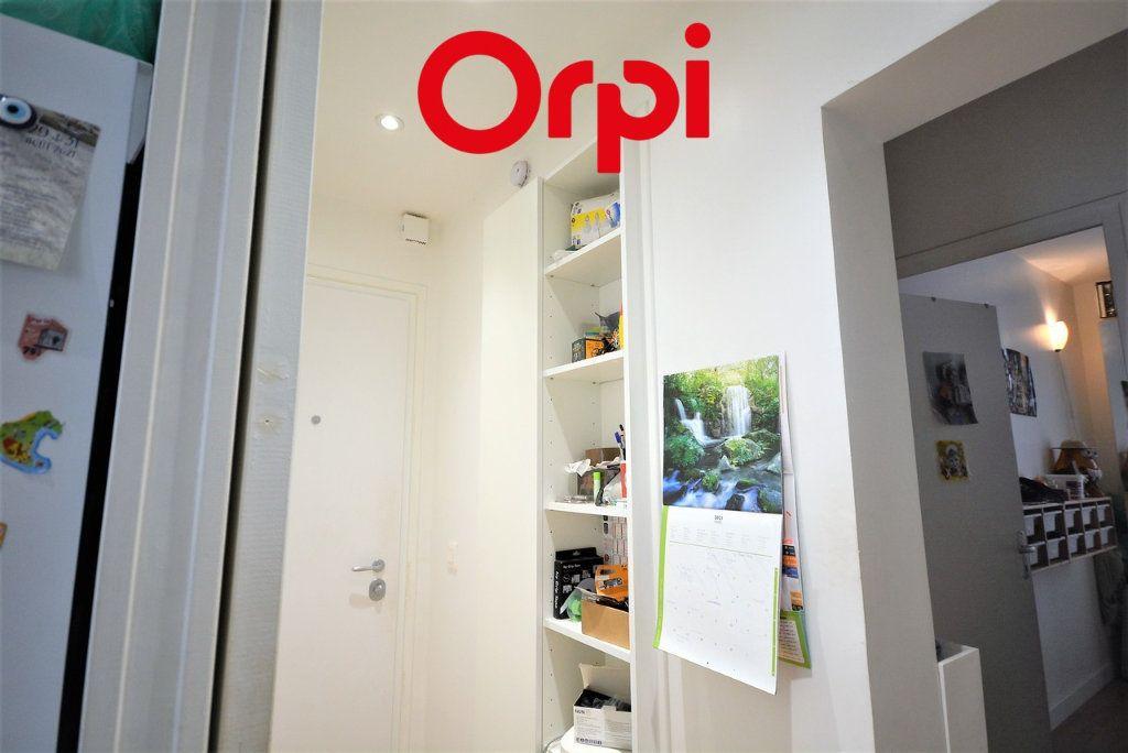 Appartement à vendre 3 48.41m2 à Paris 10 vignette-9