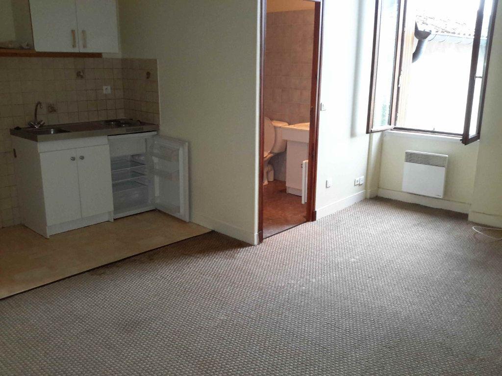 Appartement à louer 1 23.17m2 à Quincy-Voisins vignette-1