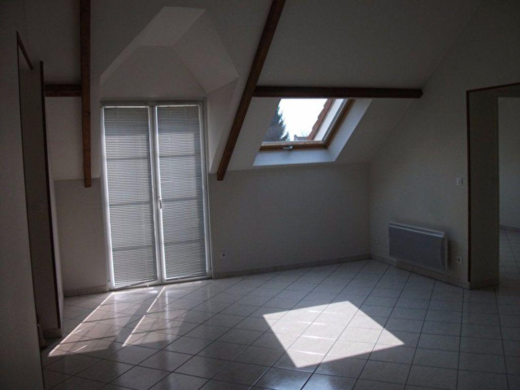 Appartement à louer 3 62.45m2 à Quincy-Voisins vignette-2