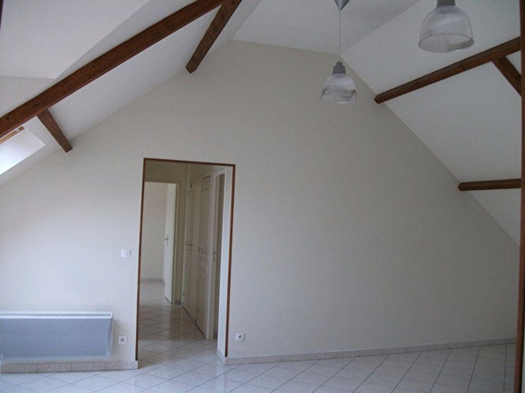 Appartement à louer 3 62.45m2 à Quincy-Voisins vignette-3