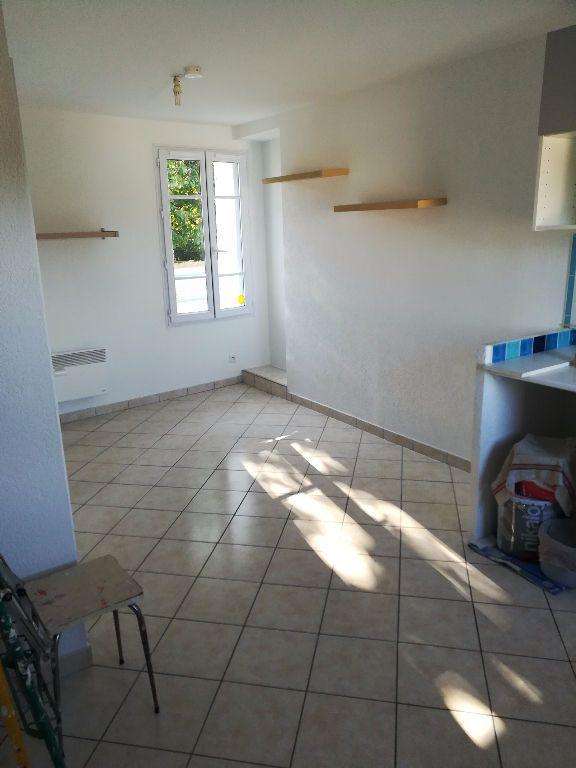 Appartement à louer 2 23.13m2 à Villemareuil vignette-1