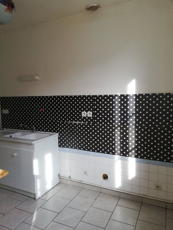 Maison à louer 2 48m2 à Beaulieu-les-Fontaines vignette-5