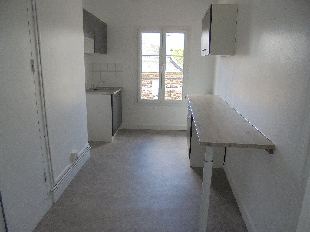 Appartement à louer 2 58m2 à Noyon vignette-2