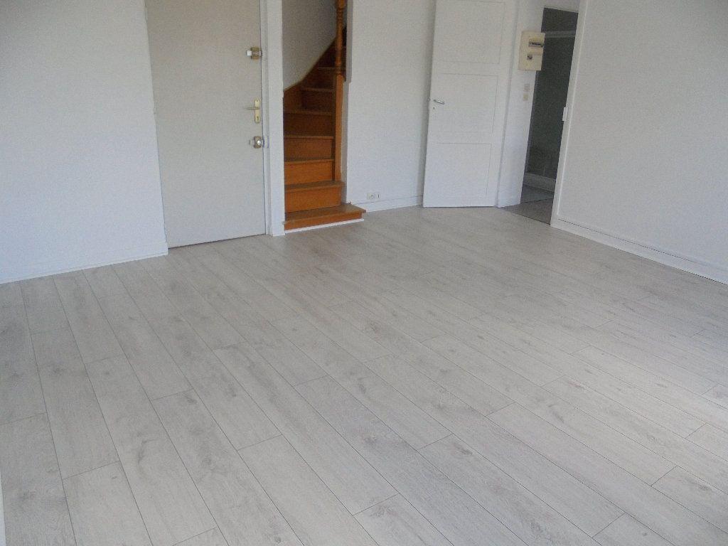 Appartement à louer 2 58m2 à Noyon vignette-3