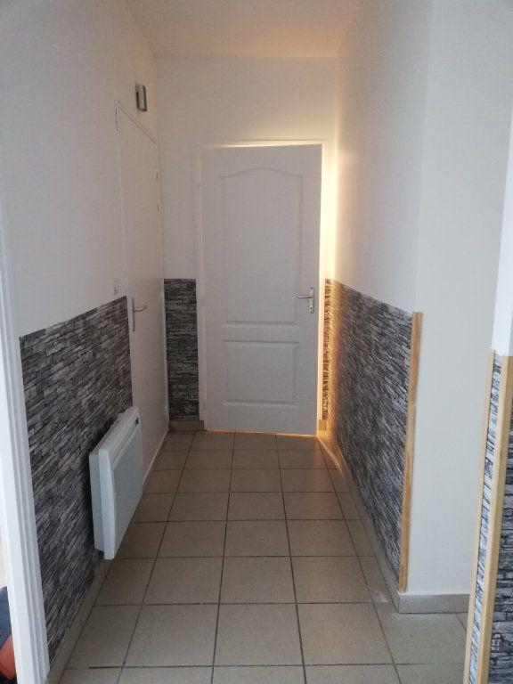 Appartement à louer 3 63.42m2 à Noyon vignette-2