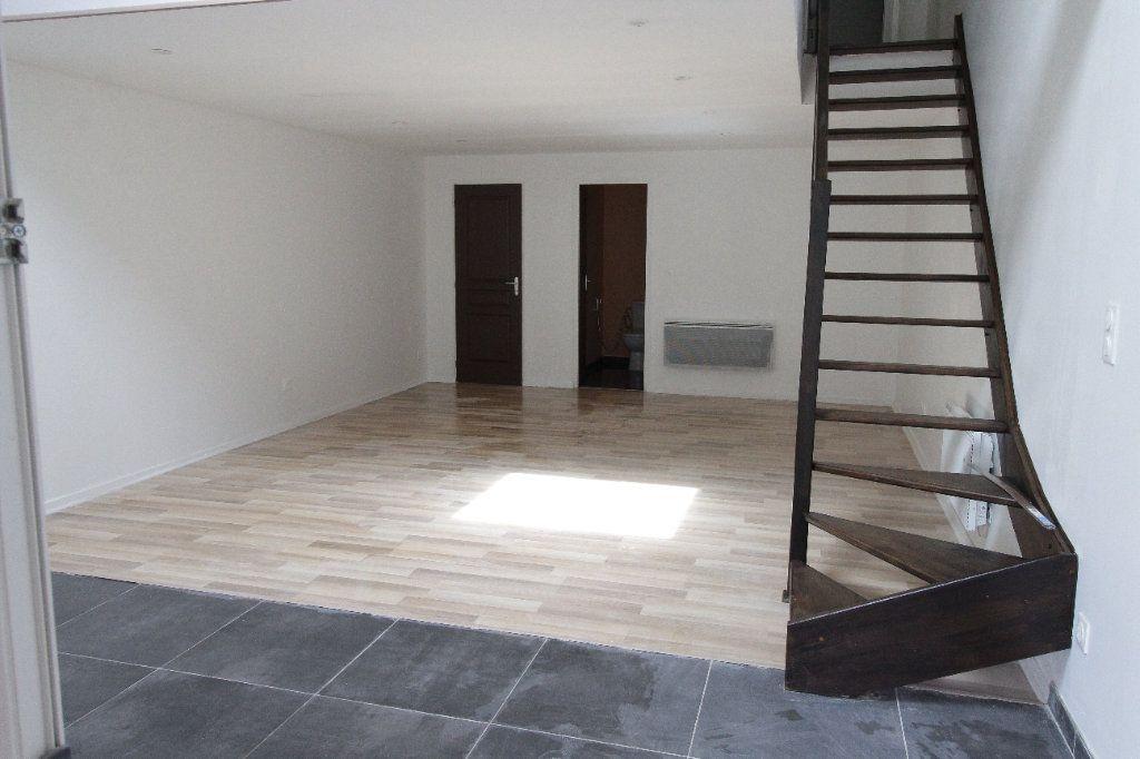 Appartement à louer 3 69.08m2 à Noyon vignette-3