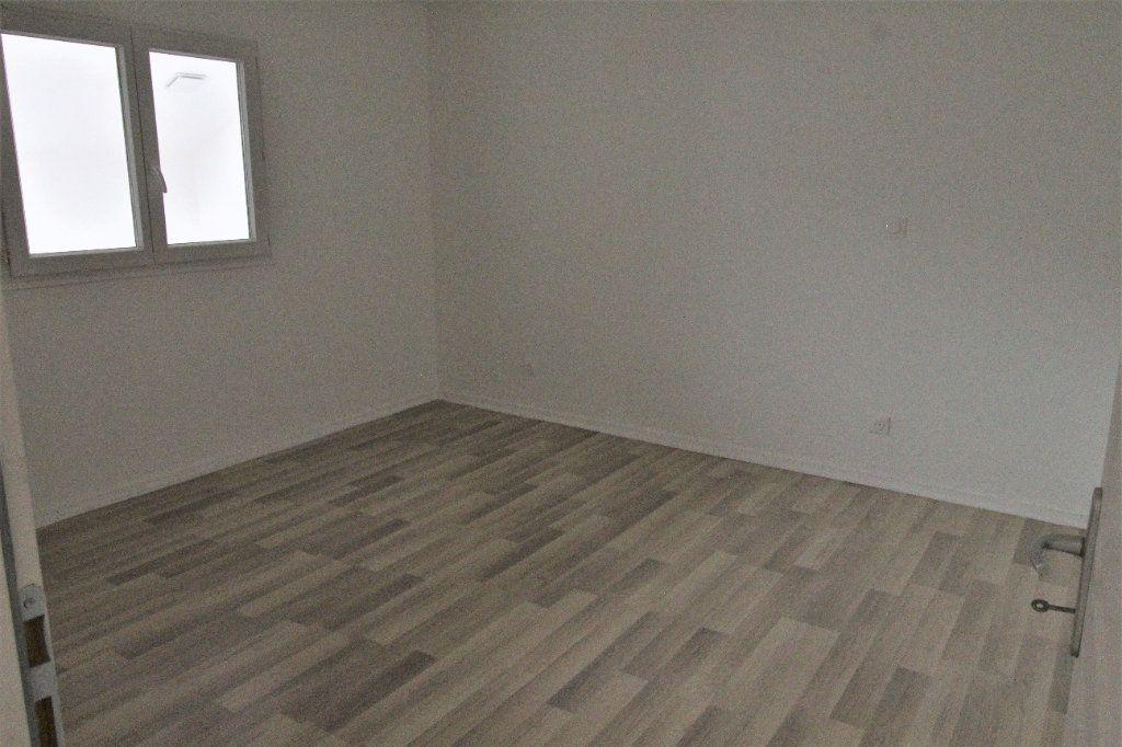 Appartement à louer 3 69.08m2 à Noyon vignette-6