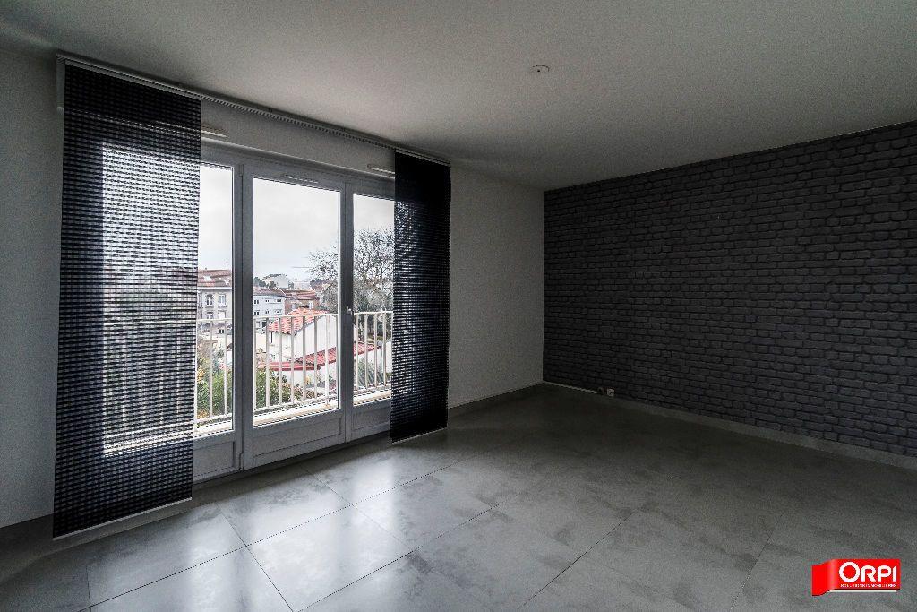 Appartement à louer 3 72m2 à Reims vignette-2