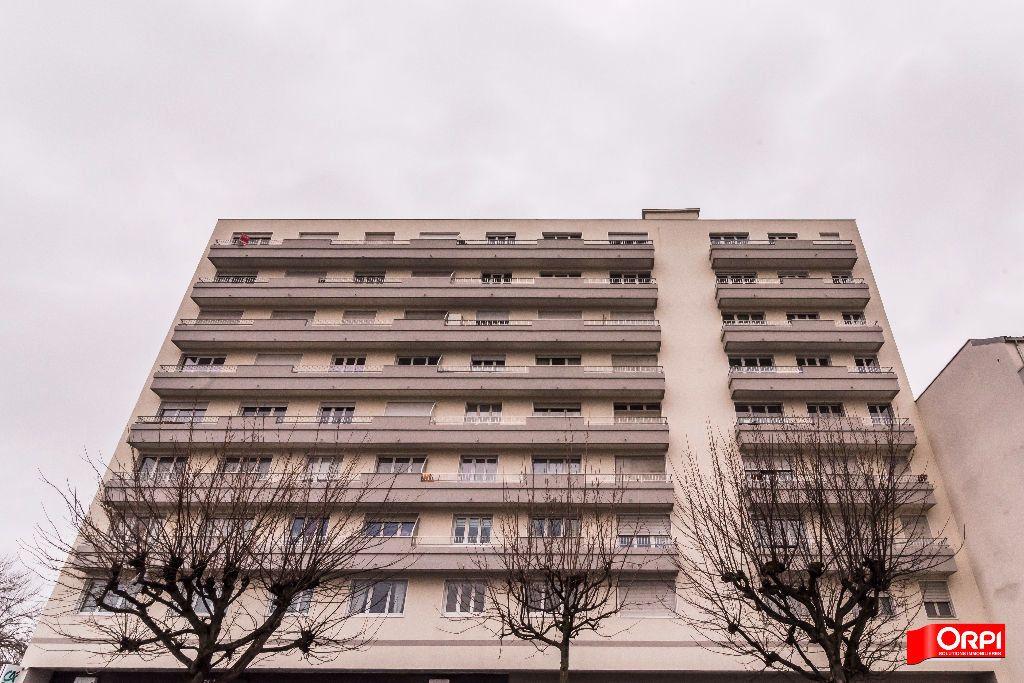 Appartement à louer 3 72m2 à Reims vignette-9