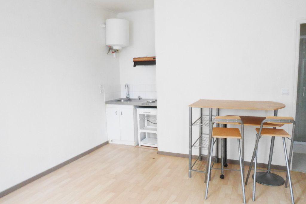Appartement à louer 1 22.4m2 à Reims vignette-3