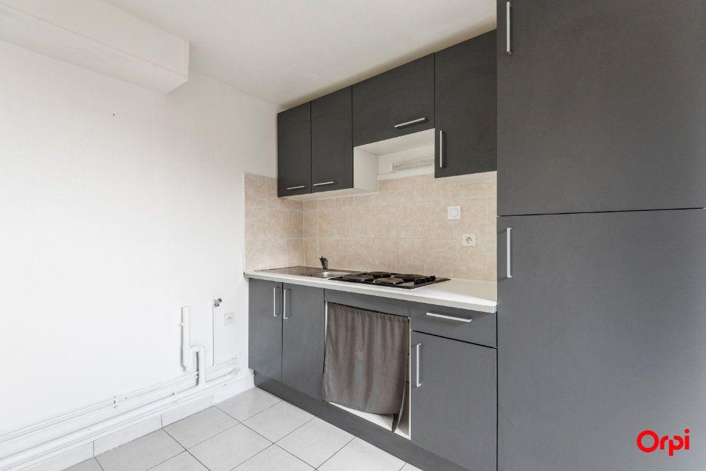 Appartement à louer 3 39.52m2 à Reims vignette-2