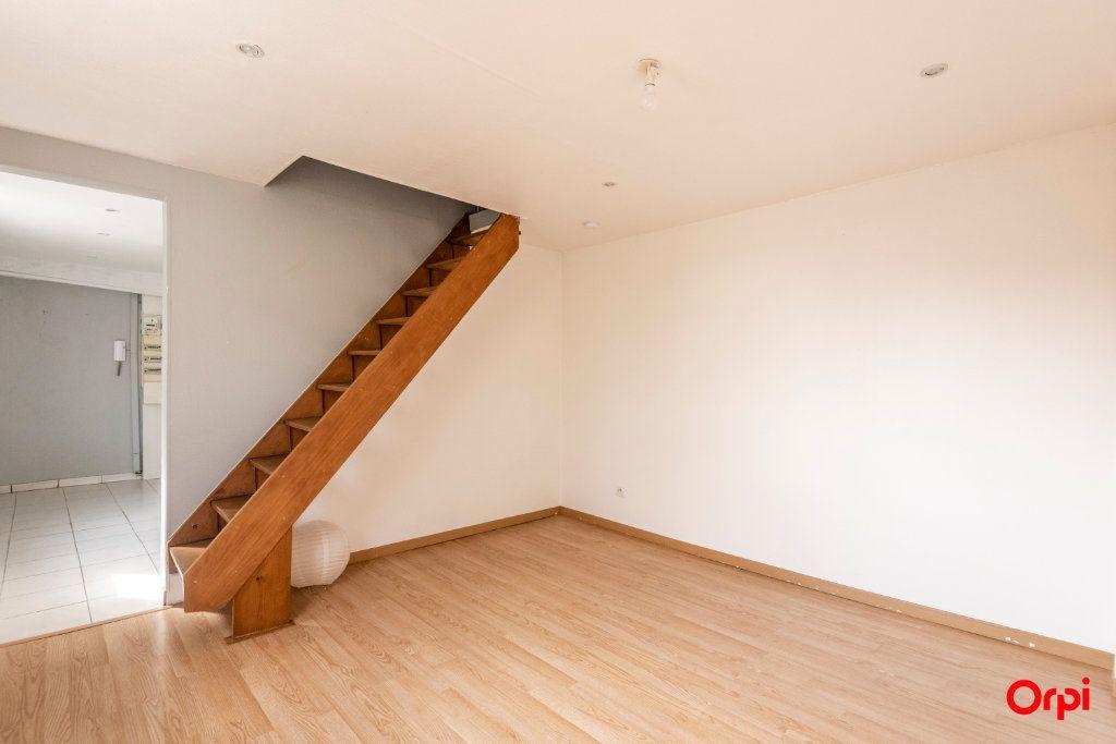 Appartement à louer 3 39.52m2 à Reims vignette-3
