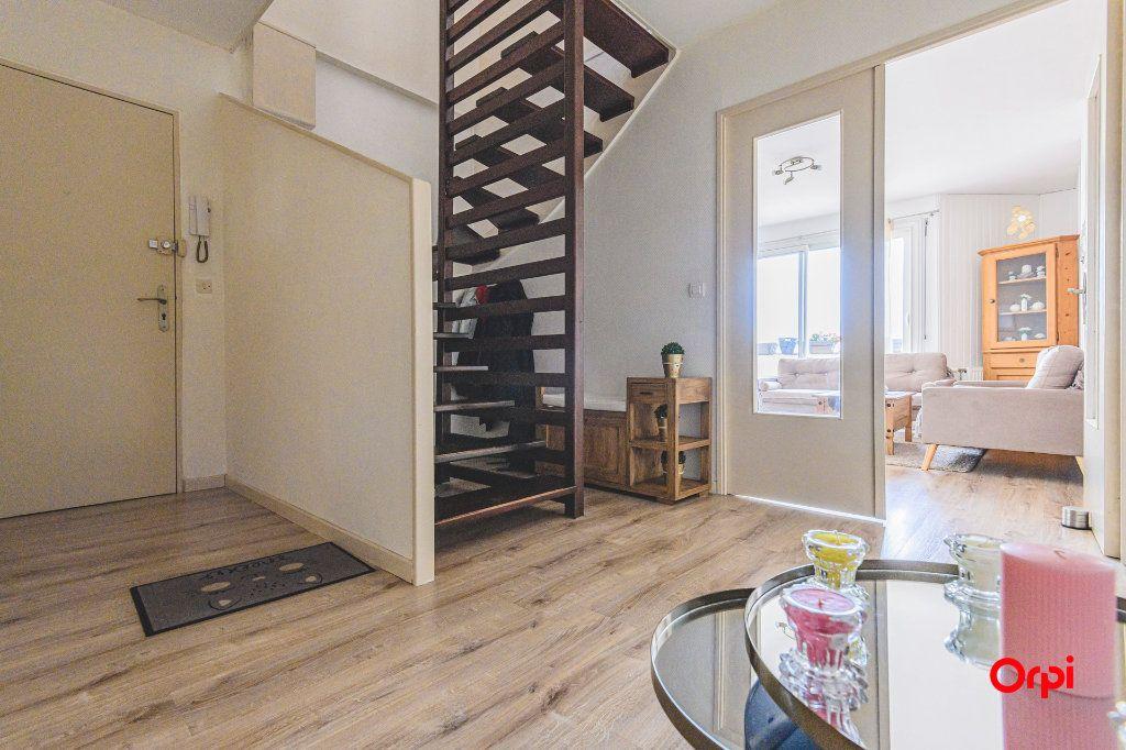 Appartement à vendre 6 117m2 à Reims vignette-2