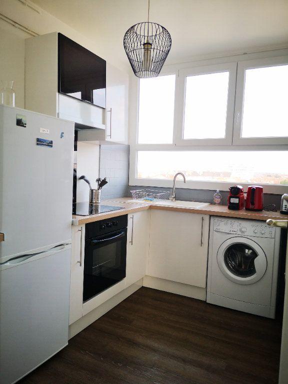 Appartement à vendre 4 0m2 à Reims vignette-2