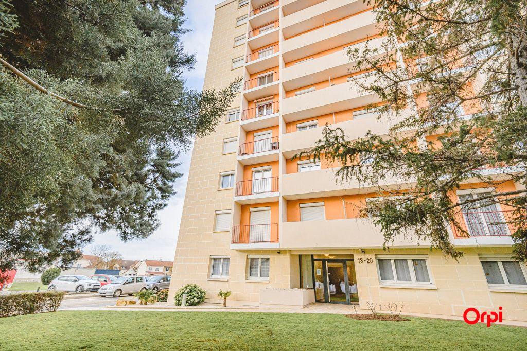 Appartement à vendre 6 117m2 à Reims vignette-1