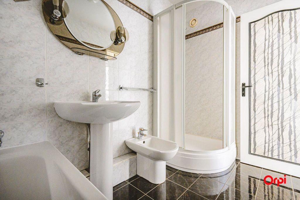 Appartement à vendre 6 117m2 à Reims vignette-9