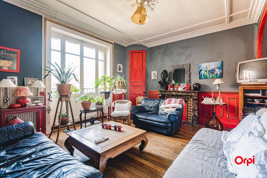 Appartement à vendre 6 108m2 à Charleville-Mézières vignette-1