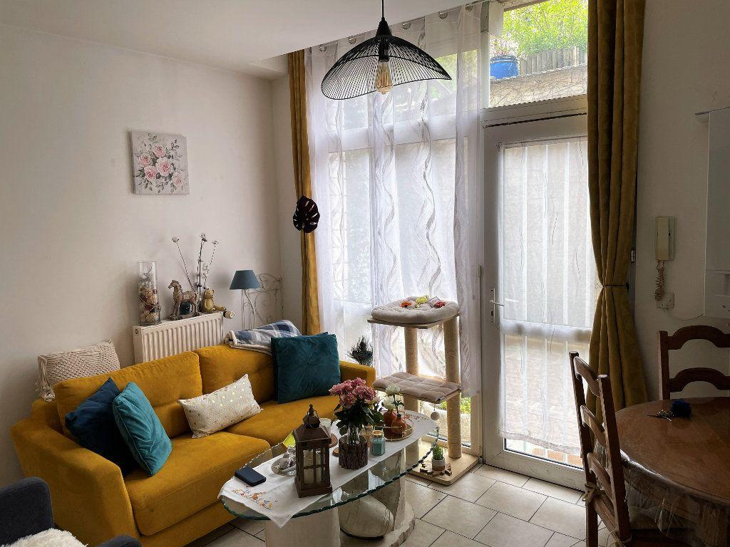 Appartement à vendre 3 46m2 à Reims vignette-1