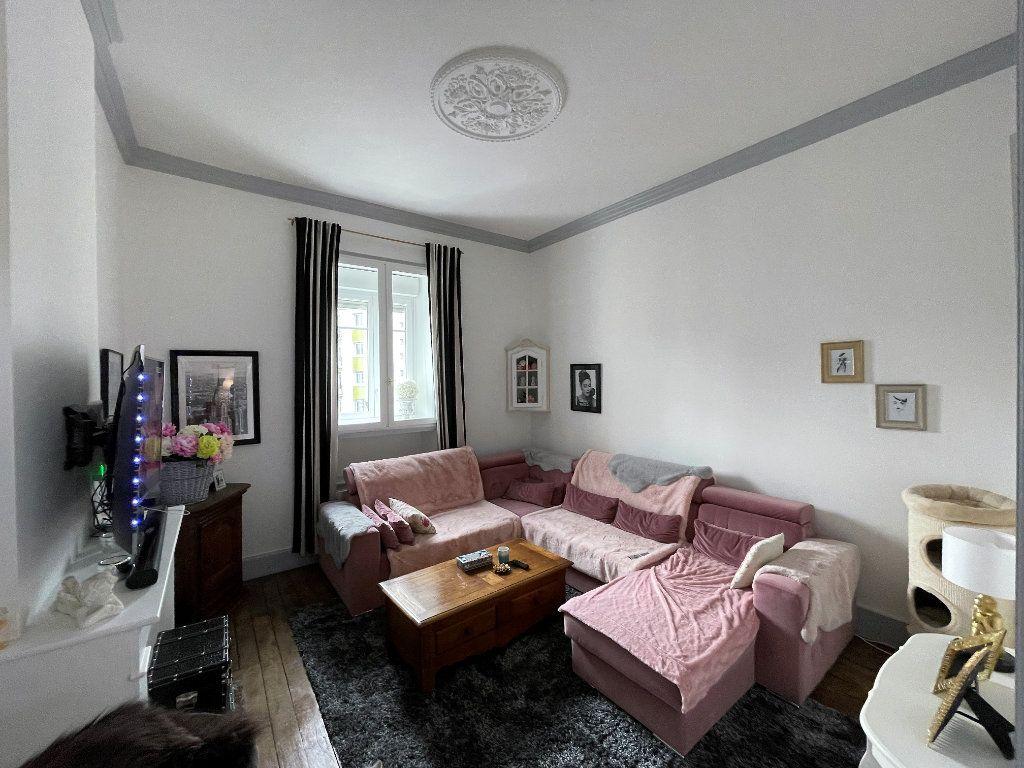 Appartement à vendre 4 115m2 à Charleville-Mézières vignette-1