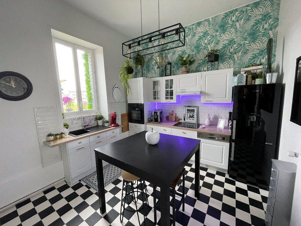 Appartement à vendre 4 115m2 à Charleville-Mézières vignette-4