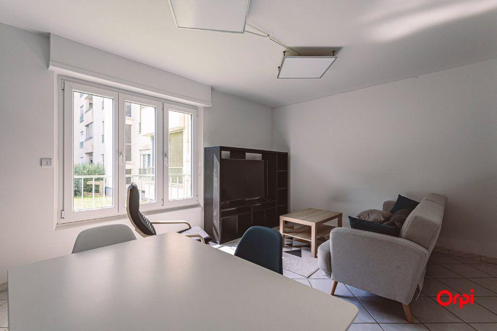 Appartement à louer 4 76.48m2 à Reims vignette-2