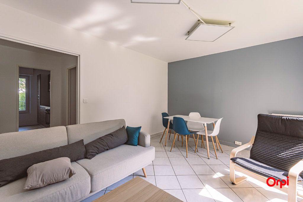Appartement à louer 4 76.48m2 à Reims vignette-4