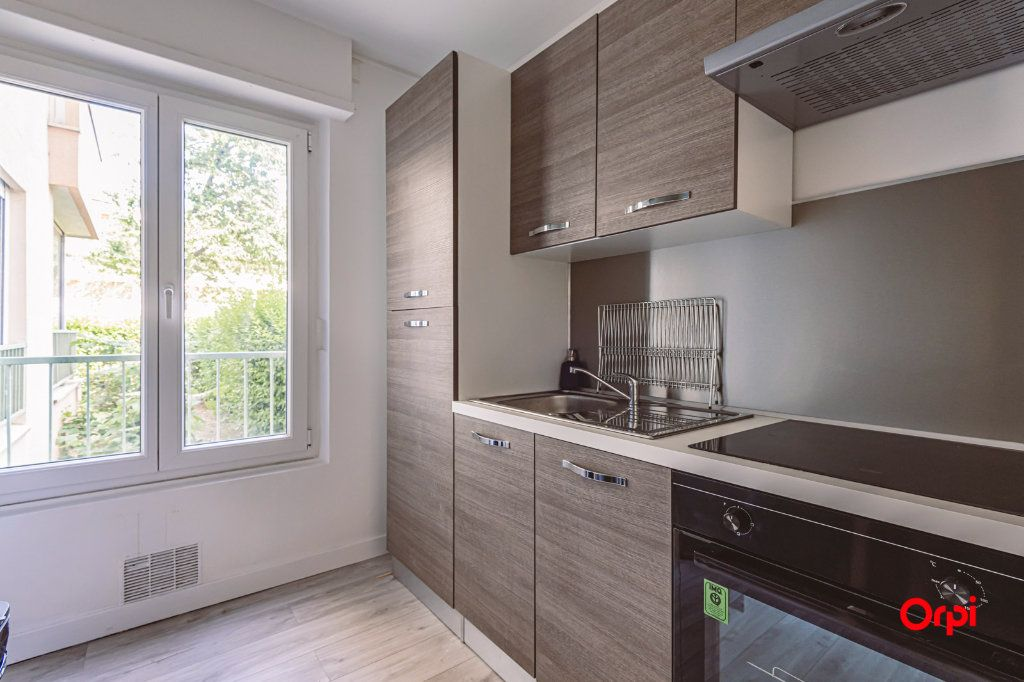 Appartement à louer 4 76.48m2 à Reims vignette-6