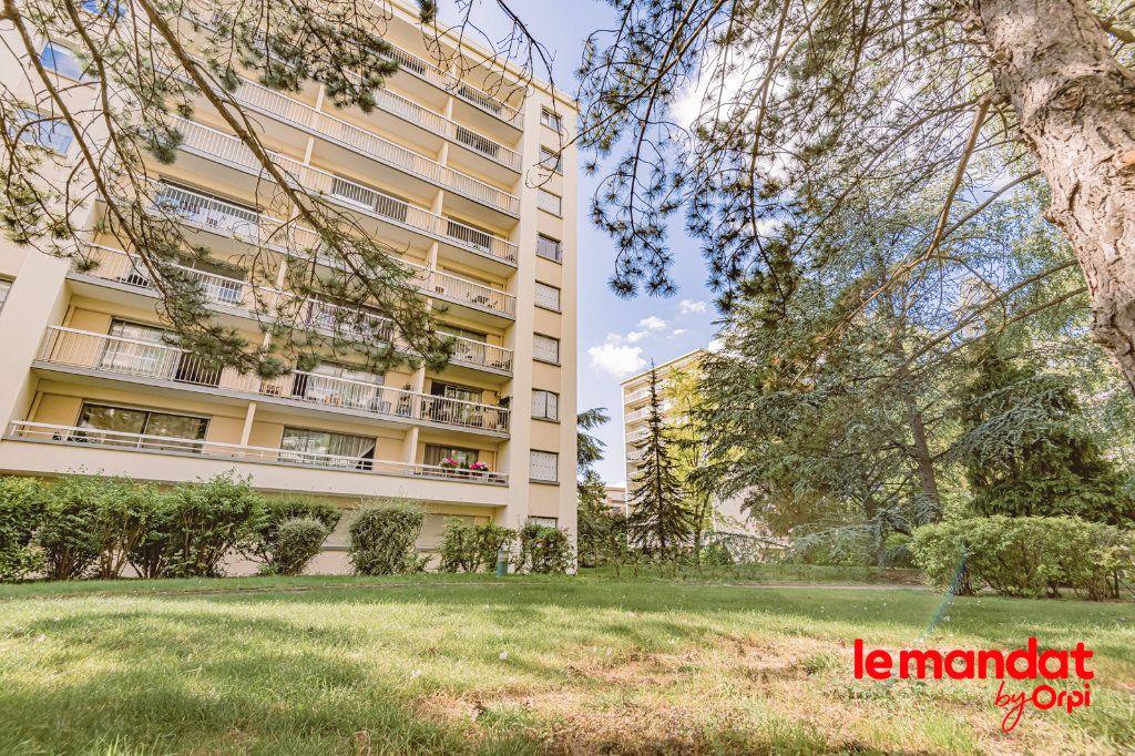 Appartement à louer 3 57.66m2 à Reims vignette-1