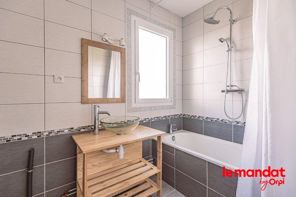 Appartement à louer 3 57.66m2 à Reims vignette-5