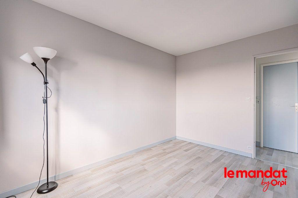 Appartement à louer 3 57.66m2 à Reims vignette-9